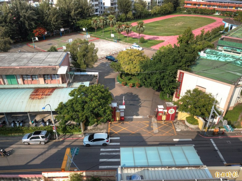 給孩子一條安全的通學步道!新竹市政府投入1.5億元啟動14處通學步道工程,其中育賢國中的通學步道長591公尺,將解決人車爭道問題,預計9月就會完工。(記者洪美秀攝)