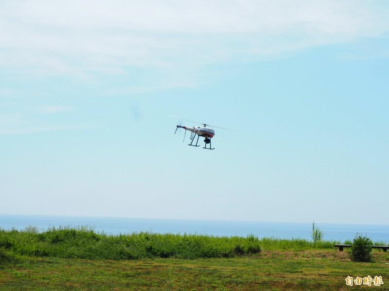 海巡署第一三岸巡隊今天上午在都蘭海景公園展示性能。(記者王秀亭攝)