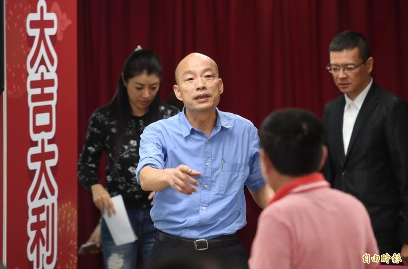 國民黨總統初選民調結果15日出爐,現任高雄市長韓國瑜勝出,結果宣布後,韓國瑜現身中央黨部記者會。(記者方賓照攝)