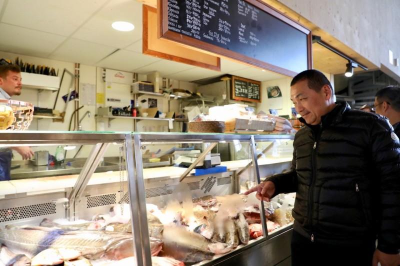 侯友宜參訪瑞典市場 借鏡北歐經驗推動市場改造