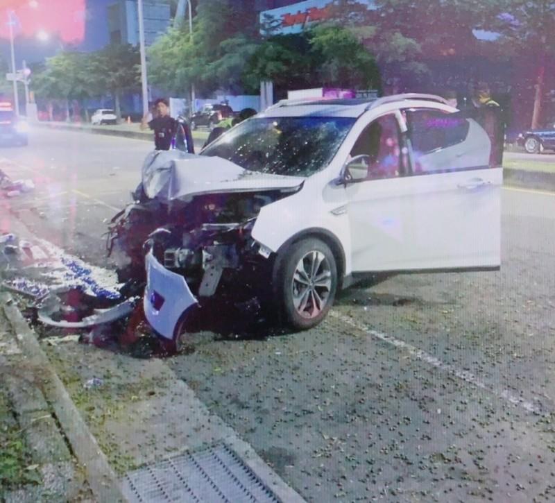 誇張!酒駕縱情狂飆 自撞車毀人傷唉唉叫