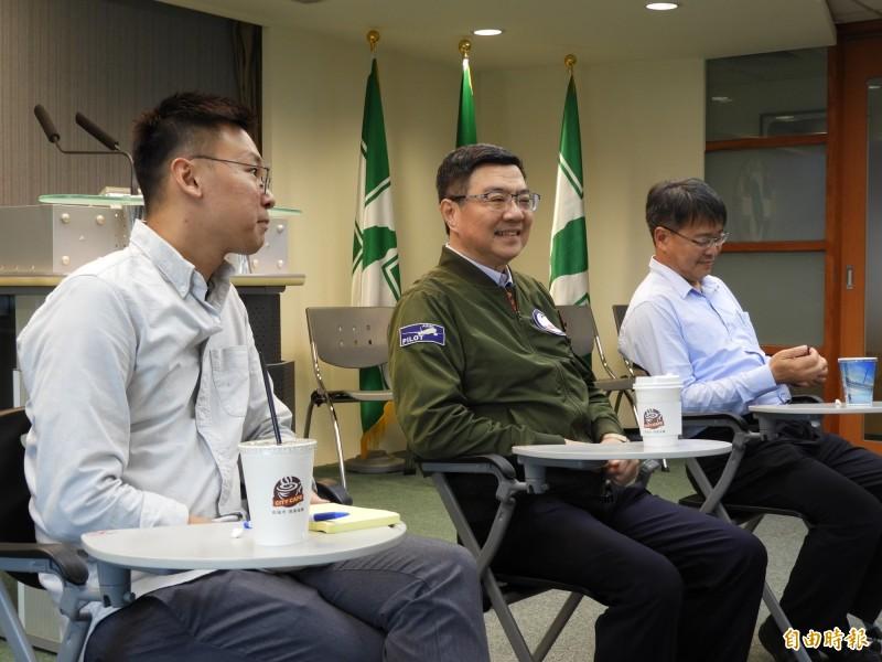 民進黨主席卓榮泰(中)說,蔡英文總統連任是對台灣最有利,任何人都不能成為台灣的威脅,威脅有很多種,一種是來自外部的威脅,一種是內部競爭讓實力削弱,反讓敵人壯大。(記者陳鈺馥攝)