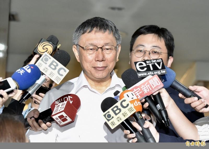 台北市長柯文哲接受訪問。(記者塗建榮攝)