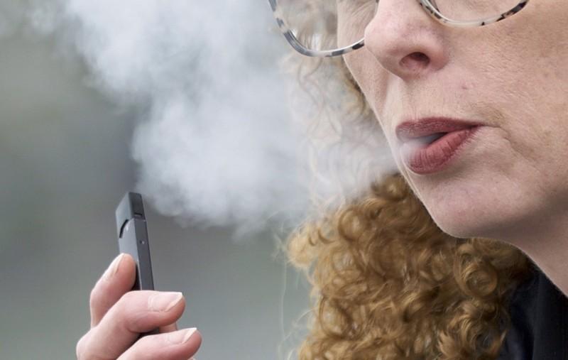 青少年狂抽電子菸 菸商被告到公開道歉