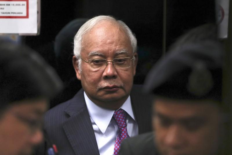被控日刷千萬買珠寶 涉貪大馬前總理辯稱是外交贈禮