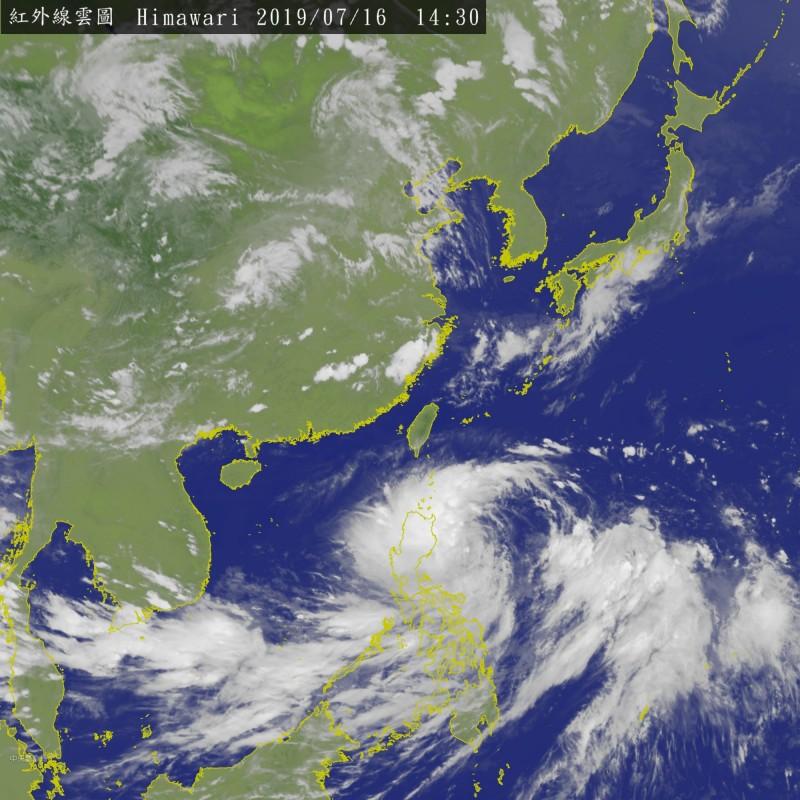 輕颱丹娜絲已接近呂宋島陸地,加上本身雲系廣泛,整合、收編相當耗時費力,未來強度發展有限。(中央氣象局)