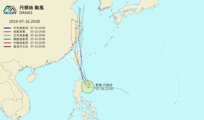 國家災害防救科技中心(NCDR)統整各國氣象單位對丹娜絲的路徑預報,不管丹娜絲走哪條路徑,登陸台灣機率都很大。(圖擷取自「NCDR天氣與氣候監測網」)