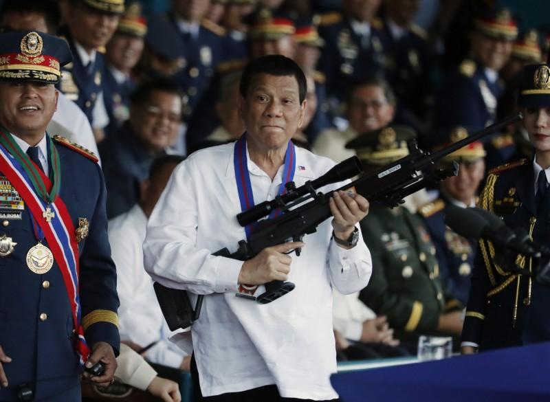 菲律賓新法禁性騷擾 婦團轟杜特蒂「就你最無恥」