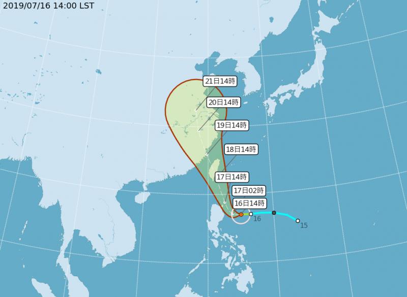 氣象局首報預測丹娜絲將在巴士海峽北轉,直撲台灣東南部地區。(中央氣象局)