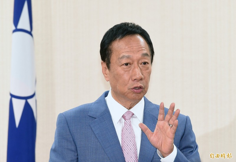 鴻海集團創辦人郭台銘在國民黨總統初選民調落敗,後續動向備受外界關注。他15日深夜在臉書發文吐露心聲,未提是否脫黨參選。(資料照)