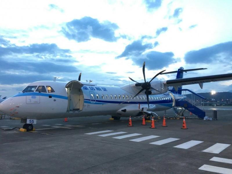 受颱風影響,明日國內線將有多航班取消。(資料照,華信航空提供)