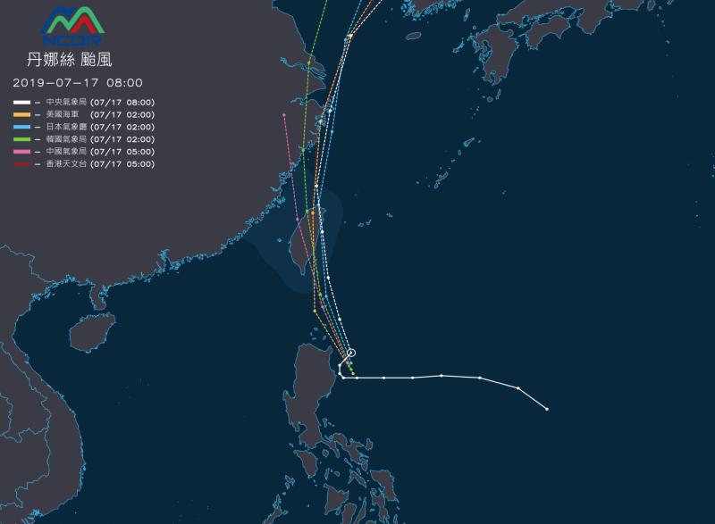 各國氣象機構預測丹娜絲颱風大致都趨向台灣東部。(NCDR)