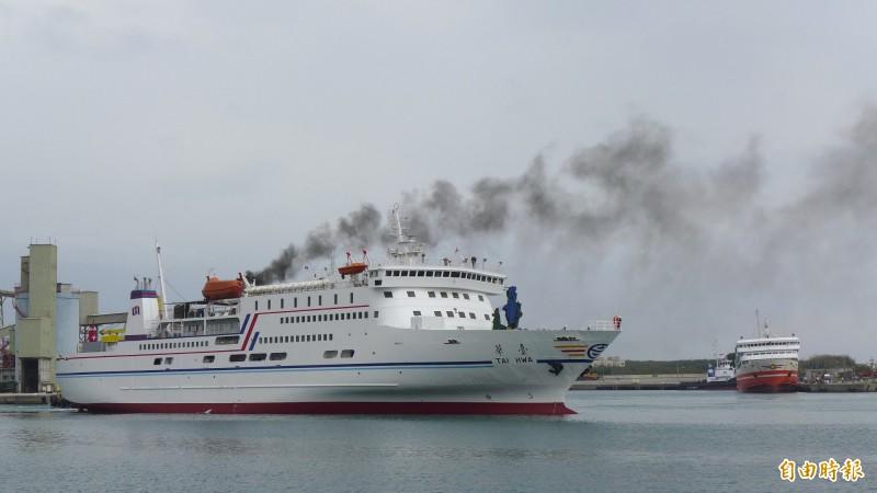 輕度颱風丹娜絲撲台,台華輪宣布今、明兩天停航。(資料照)