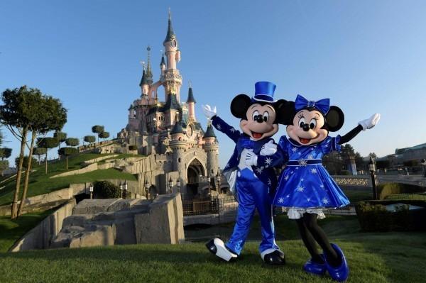 迪士尼繼承人到樂園臥底調查 發現員工薪資超低撿垃圾吃