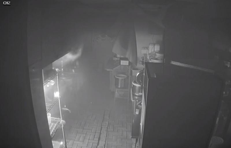 美國一間日式料理店發生火災,竟是天婦羅麵衣起火。(圖擷自City of Madison Fire Department臉書)