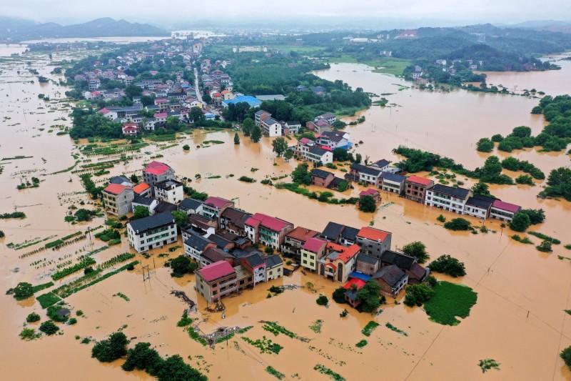 湖南衡陽暴雨過後,整座城鎮泡水。(法新社)