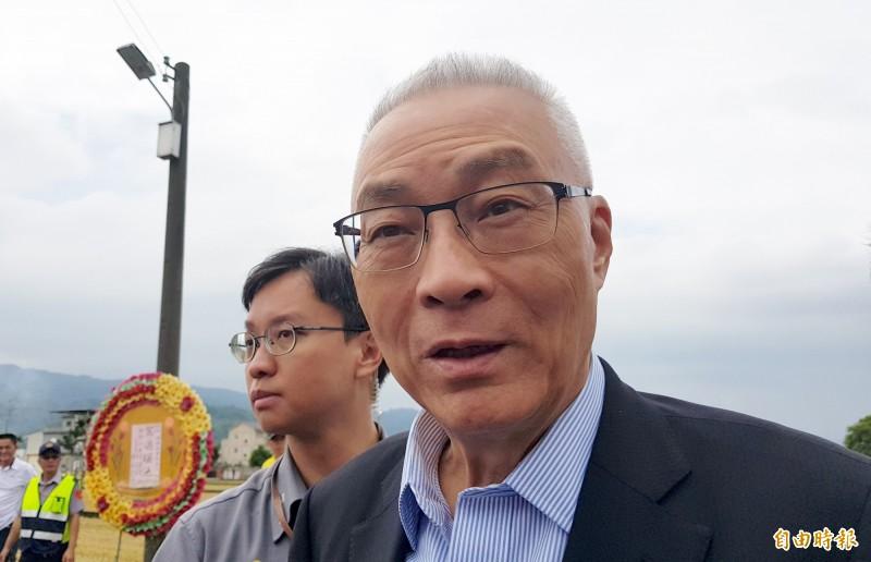 國民黨主席吳敦義受訪,籲郭台銘不要脫黨。(記者彭健禮攝)