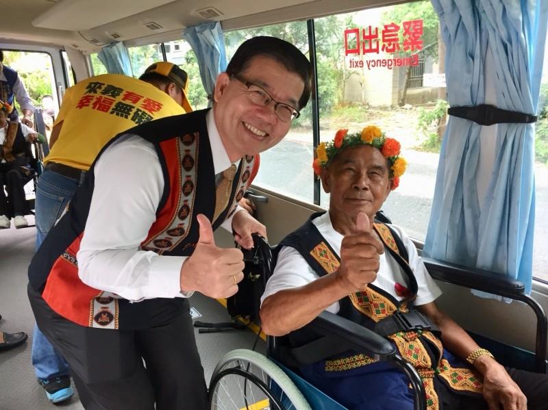 公路總局為屏東縣來義鄉山區偏遠部落開闢的「幸福巴士」今天通車,也是原鄉第一部無障礙幸福巴士。(屏東監理站提供)