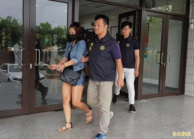 警方將泰女移送苗栗縣專勤隊收容。(記者彭健禮攝)