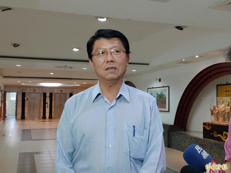 謝龍介爆料,他有看過一份資料,顯示國安單位能透過手機,掌握參加韓國瑜造勢活動民眾性別、年齡及來自哪一個縣市。(記者蔡文居攝)