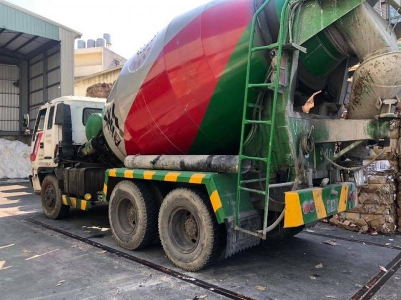 被李姓警員取締的水泥車,超載10公噸。(記者王捷翻攝)