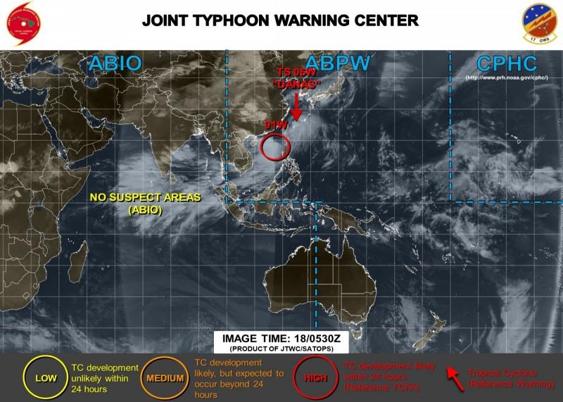 各國氣象單位對於熱帶擾動「91W」強度認定不同,美軍最為看好,認為其有機會在24小時內成為熱帶氣旋。(圖擷取自JTWC)