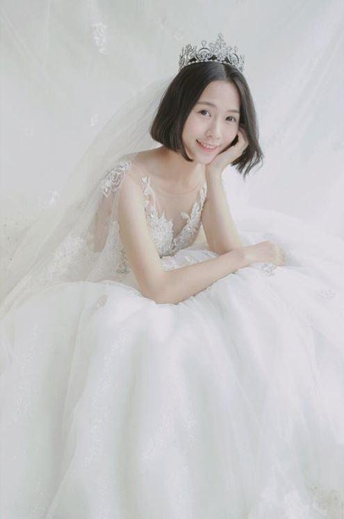正妹女老師曾PO出婚紗照。(圖擷自IG)