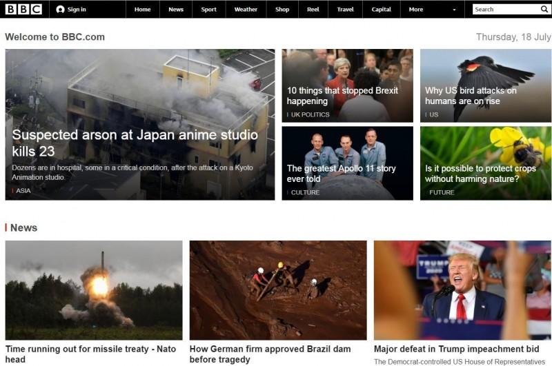 日本知名動畫製作公司「京都動畫」位於京都市伏見區的工作室今(18日)遭人縱火,目前已知造成至少20死亡,數十人受傷。此案聞震驚全球,甚至在《BBC》首頁飆升至第一關注新聞。(擷取自《BBC》首頁)