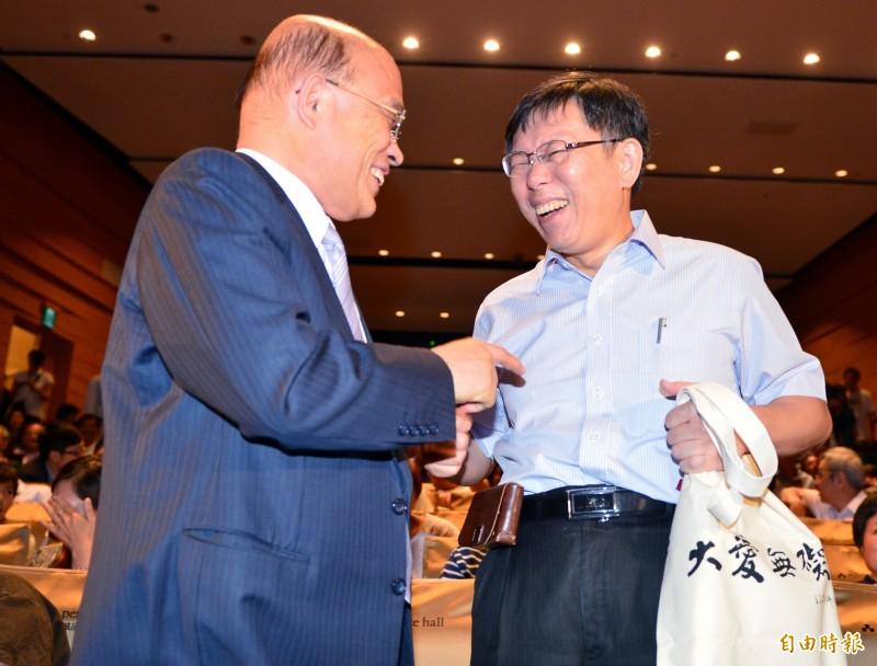 柯文哲(右)罵蘇貞昌(左)「不要臉」,引發駐德大使謝志偉不滿。(資料照)
