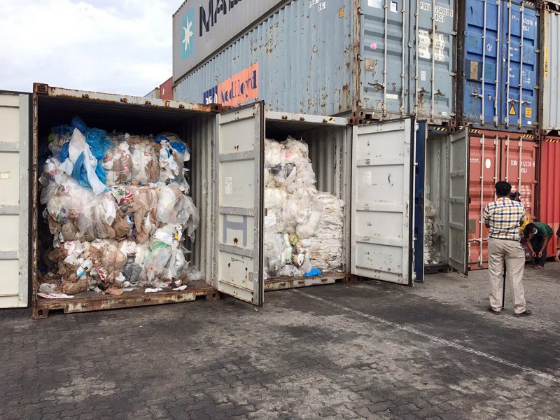 柬埔寨今(18)日決定將83個貨櫃、共計1600噸的塑膠垃圾退回美、加。(美聯社)