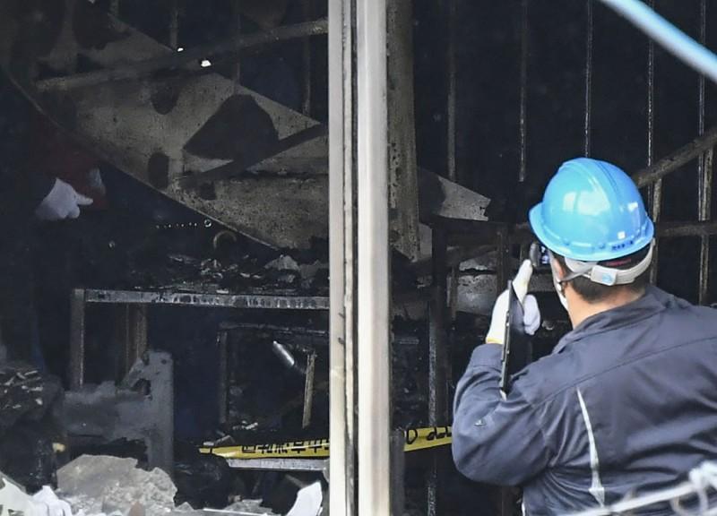 警消人員在錄音棚所在的1樓發現2名死者,2樓發現11人,其餘20人則擠在3樓與通向屋頂的樓梯上不幸身亡。(美聯社)
