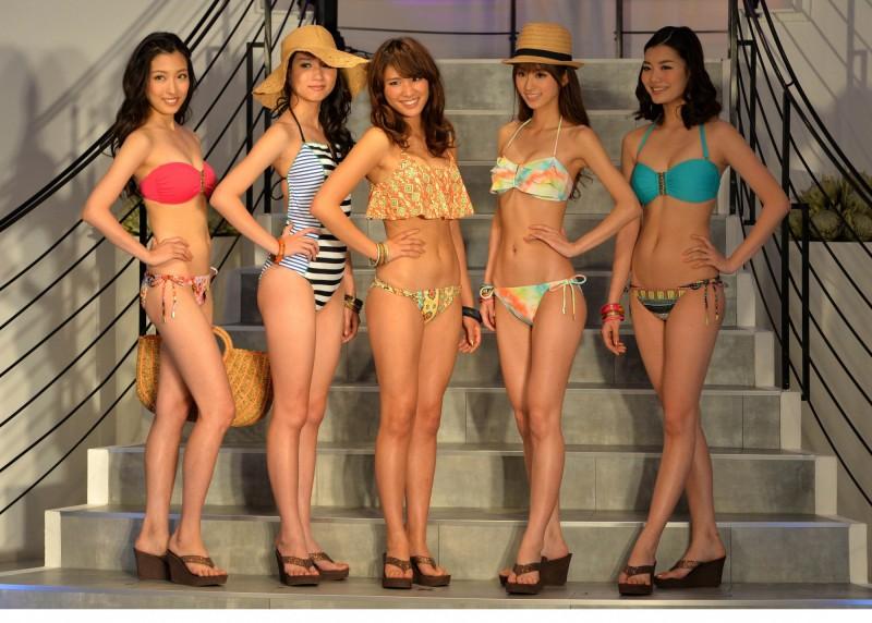變態!日本女高中生上游泳課 全班內衣褲被偷走