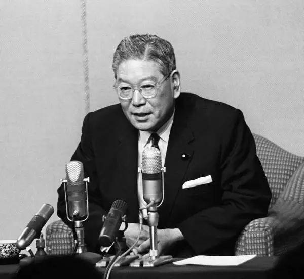 政治的日常》高速成長的時代:池田勇人內閣(一)