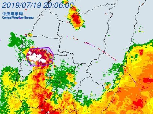 中央氣象局19時許對「雲林縣、嘉義市、嘉義縣」發布大雷雨警示。(擷取自中央氣象局)