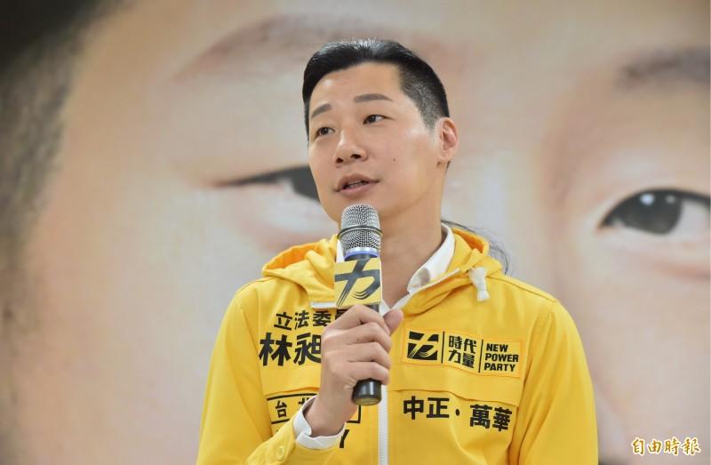 時代力量立委林昶佐受訪時說,他先前與林飛帆碰面時曾建議,「絕對不要出國念書」,因為這次的選舉是台灣很關鍵的一刻。(資料照)