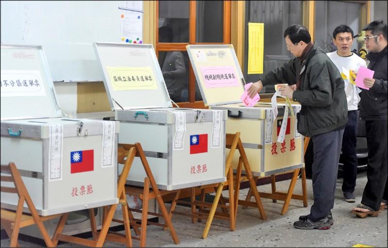 民主的好處是我們可以用選票做為施壓的利器,人民做出任何結果,都具有時代意義。(資料照)