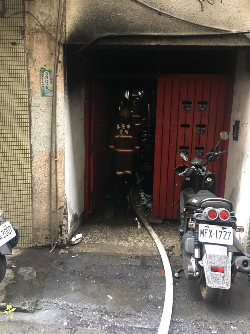 基隆民宅火警 5民眾被煙嗆傷獲救