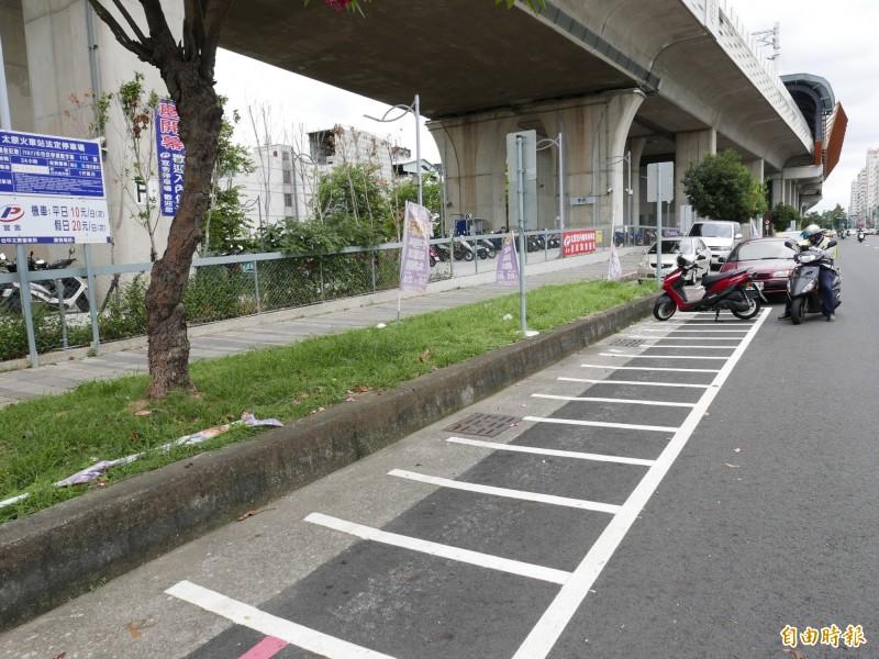 太原火車站旁路邊停車格和站旁合法停車場空空蕩蕩。(記者蔡淑媛攝)