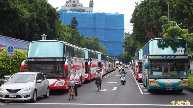 抗議遊覽車強制裝GPS監控行蹤 工會號召8/6包圍交通部