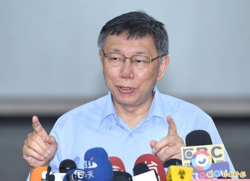 台北市長柯文哲19日在市府大樓表示,「台灣走到這個地步,只有草包與菜包可以選擇,實在是真糟糕」。(資料照)
