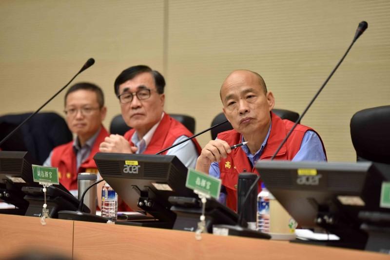 韓國瑜在會議中不滿表示「怎麼還沒看到人?」甚至指責「怎麼現在才開始統計?怎麼連災情都沒掌握」?(市府提供)