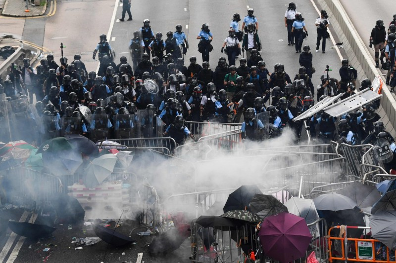 港警親屬寫給林鄭月娥一封信 3大訴求籲「政治問題政治解決」
