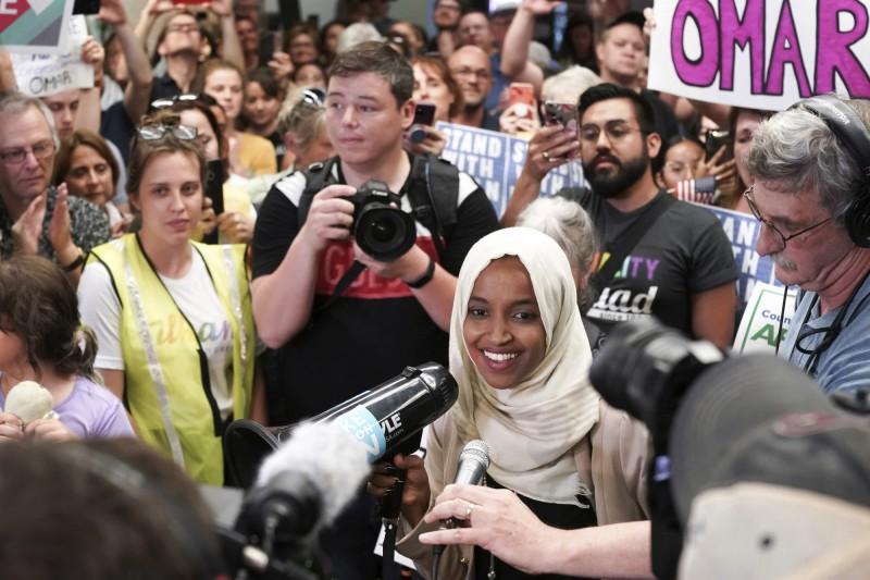 非裔女議員遭川普嗆「送回老家」!明州支持者接機:歡迎回家