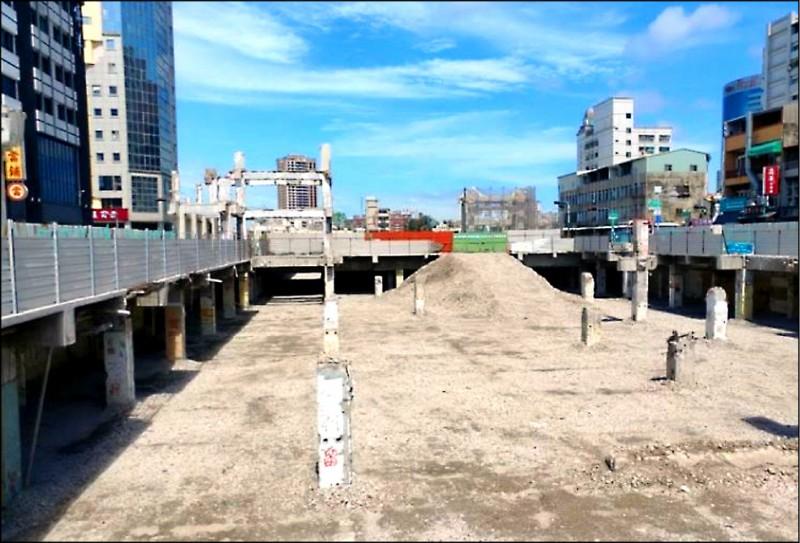 中西區「廣四」廣場改建工程(原中國城)預計今年10月底完工。(南市都發局提供)