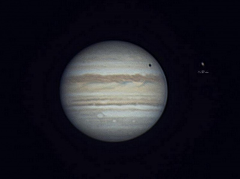透過天文望遠鏡所看到的木星。(周銀王提供)