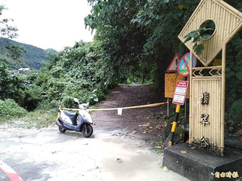 花蓮地區今天上午發生大雷雨,中午12點多花蓮縣秀林鄉翡翠谷就因溪水暴漲傳出遊客受困獲救。(記者王錦義攝)