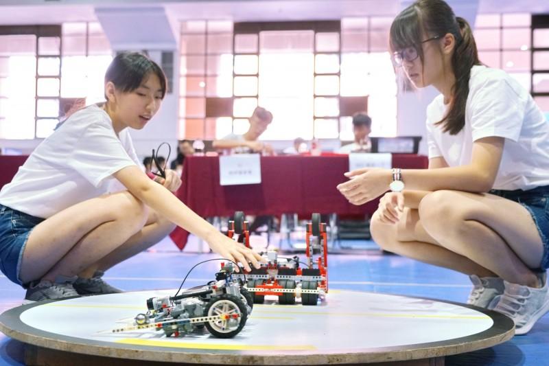 機器人苗栗選拔賽 6勁旅勝出角逐全國賽