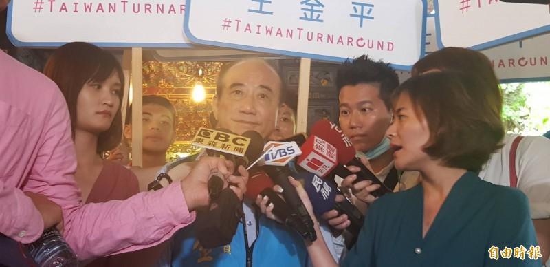 前立法院長王金平說,因為高雄大雨成災,才讓原定昨晚的王韓夜會取消。(記者俞肇福攝)