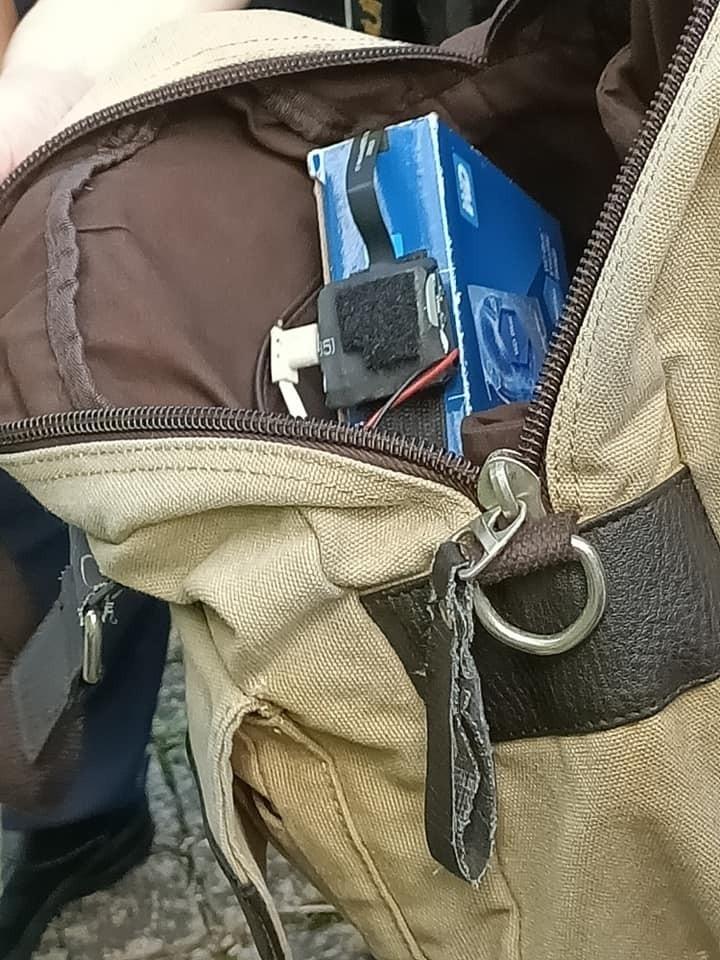皮包內暗藏攝影機。(記者張瑞楨翻攝自「中部cosplay認親,分享團」)