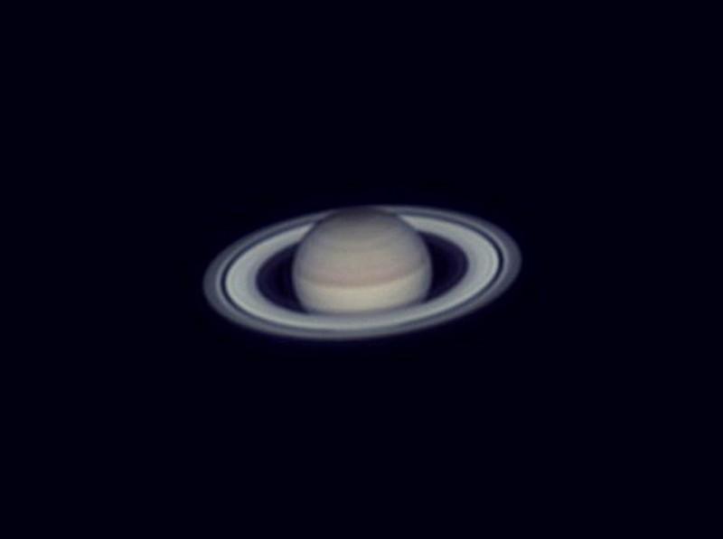 透過天文望遠鏡所拍下的土星。(周銀王提供)